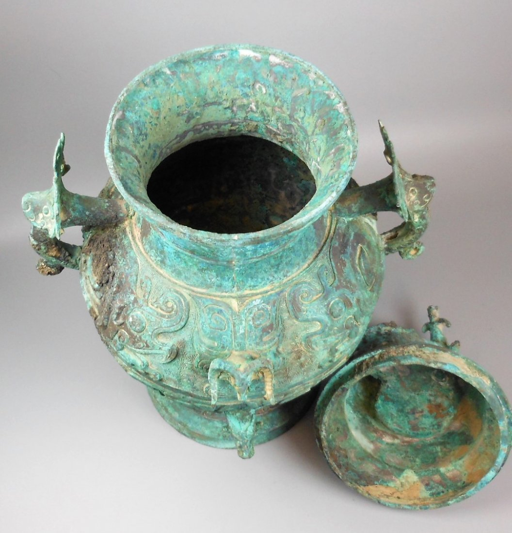 A CHINESE ARCHAIC BRONZE VESSEL, LEI - 7