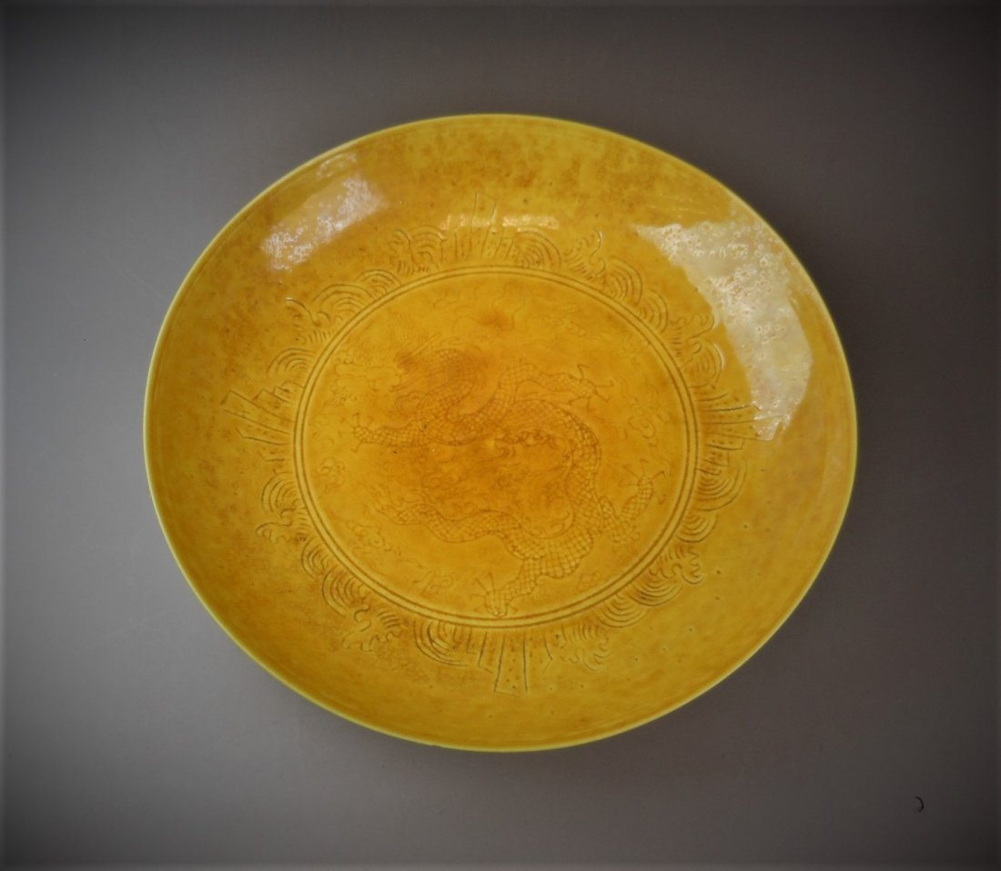 A CHINESE YELLOW-GLAZED PORCELAIN PLATE - 2