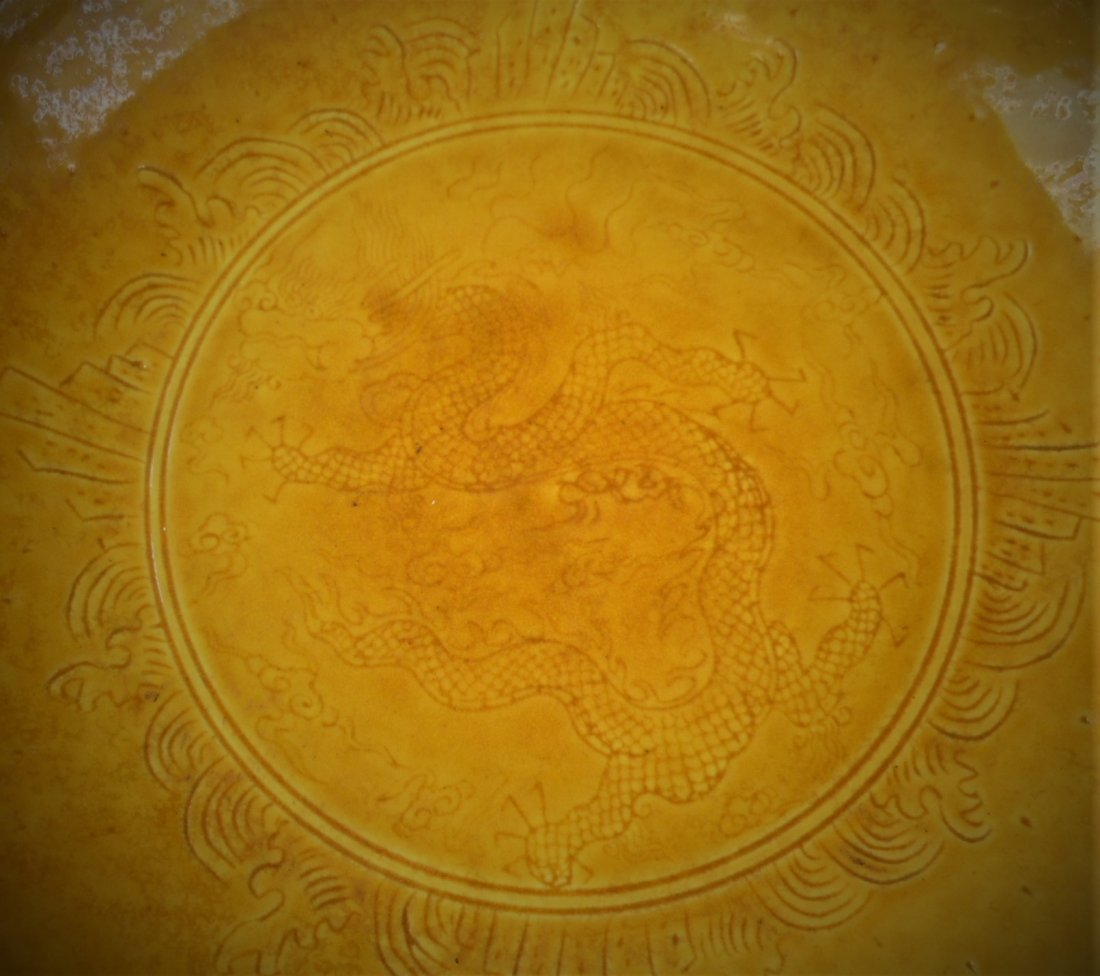A CHINESE YELLOW-GLAZED PORCELAIN PLATE - 3