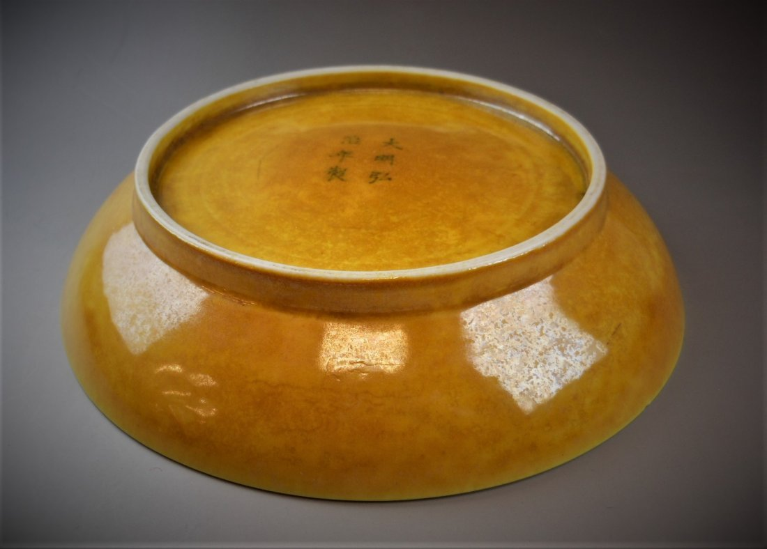 A CHINESE YELLOW-GLAZED PORCELAIN PLATE - 6