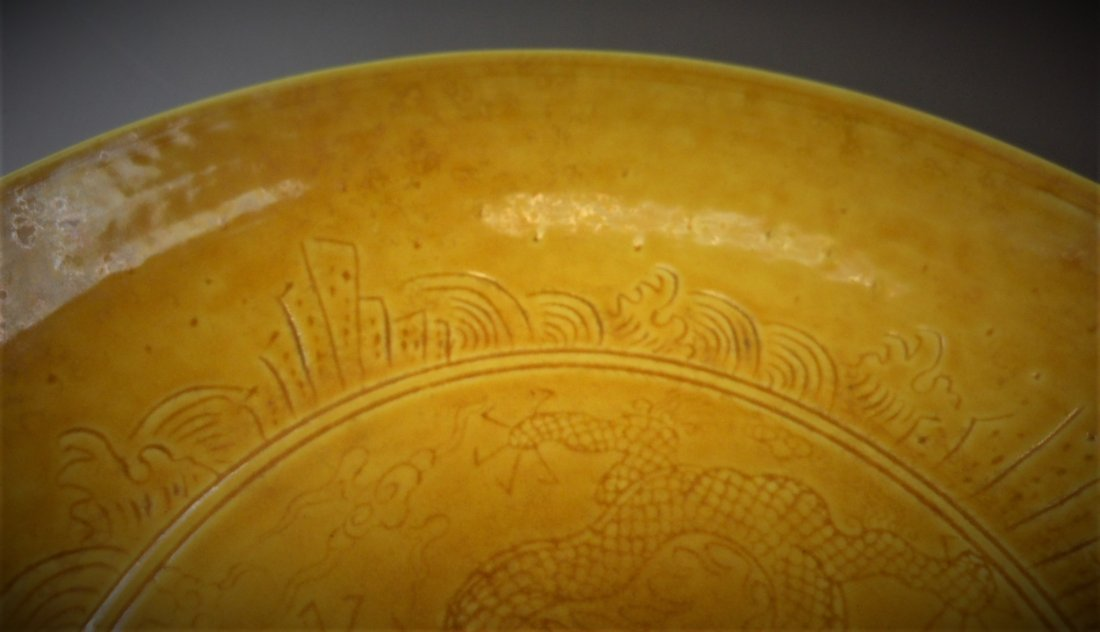 A CHINESE YELLOW-GLAZED PORCELAIN PLATE - 7