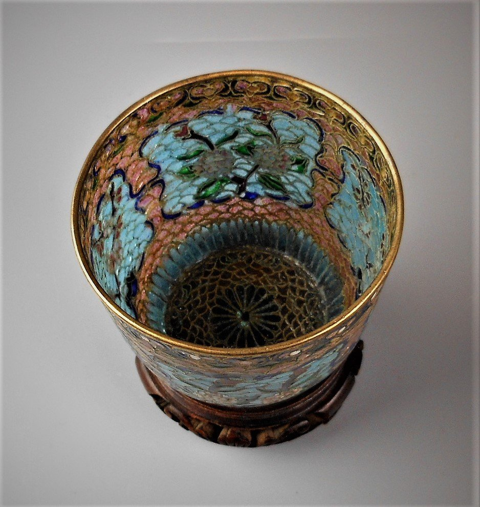 A Chinese cloisonné cup - 3