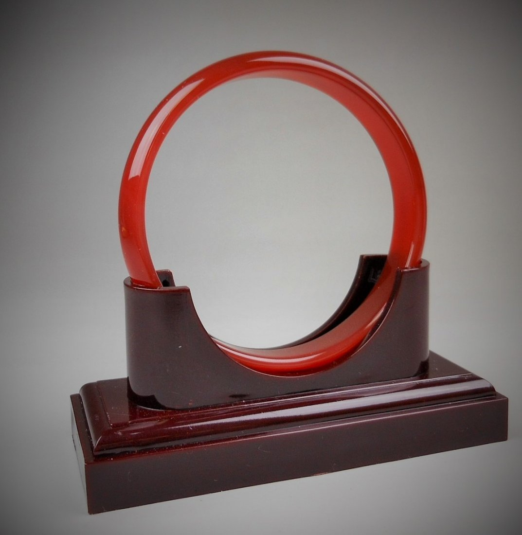A Chinese red agate bangle - 3