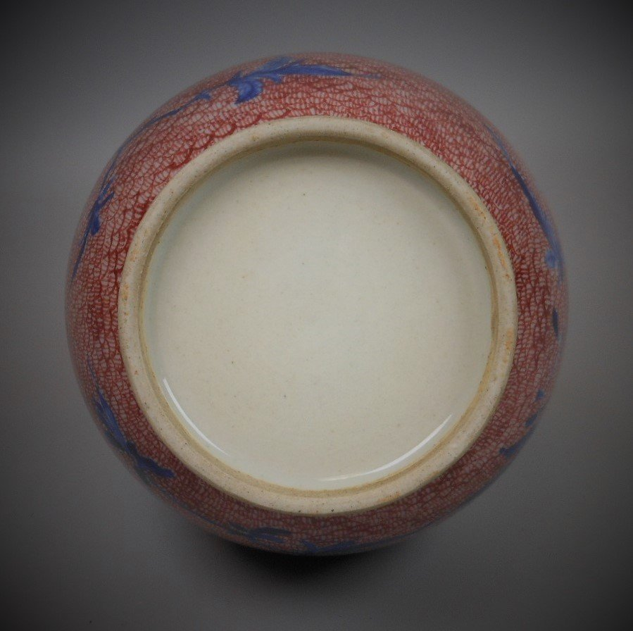 A Chinese red and blue porcelain vase - 6