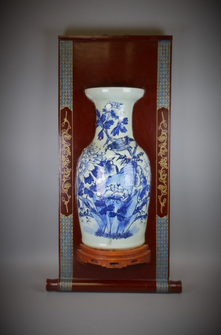 A Chinese Qing dynasty blue and white porcelain vase of