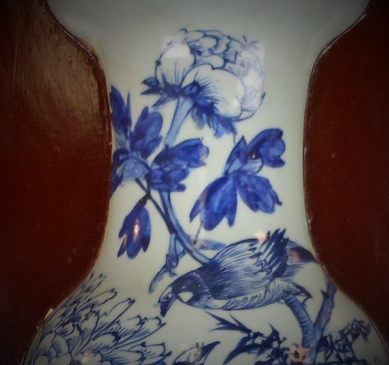 A Chinese Qing dynasty blue and white porcelain vase of - 6