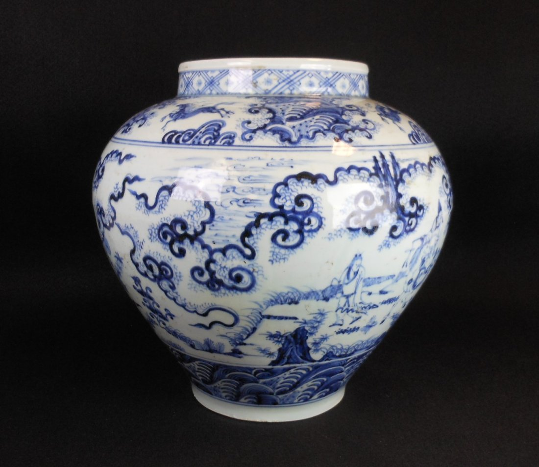 A Chinese Ming dynasty blue and white porcelain jar - 2