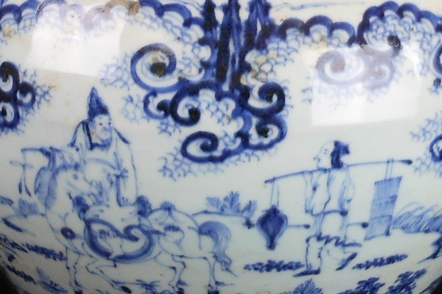 A Chinese Ming dynasty blue and white porcelain jar - 6