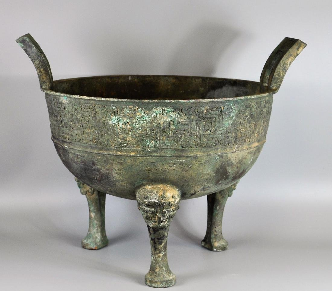 A large Chinese archaic bronze vessel, ding - 3