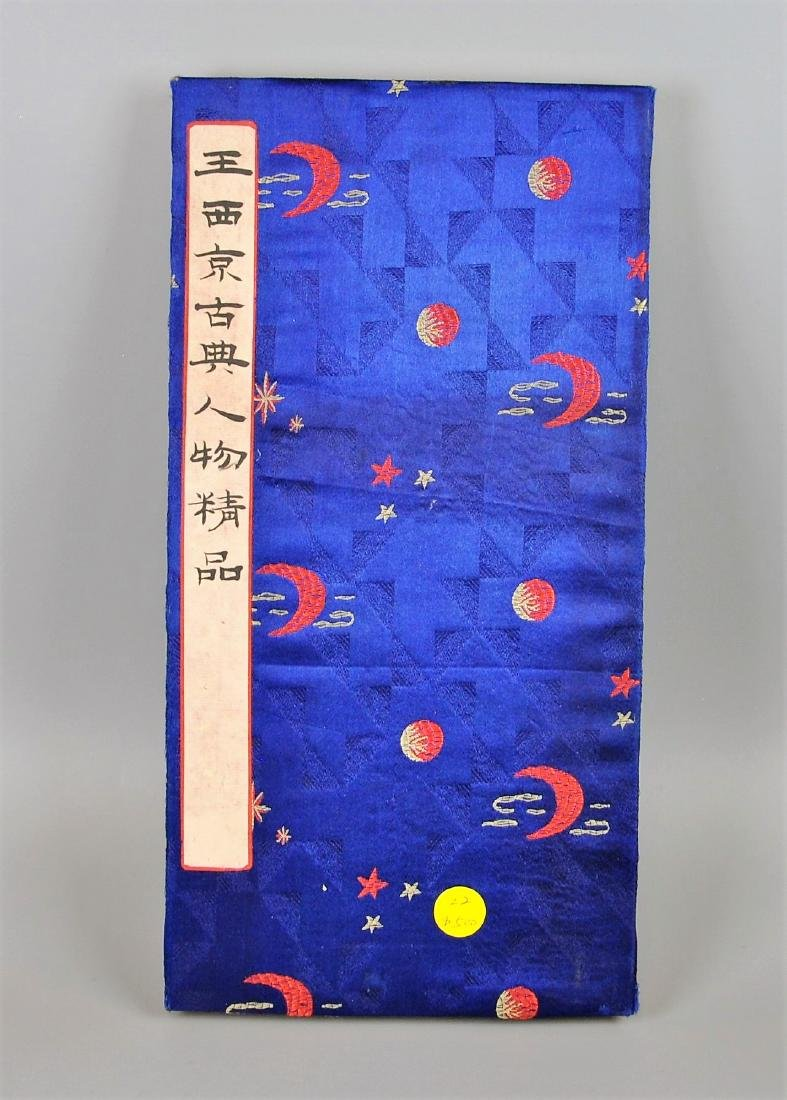 A Chinese color painting book painted with figures