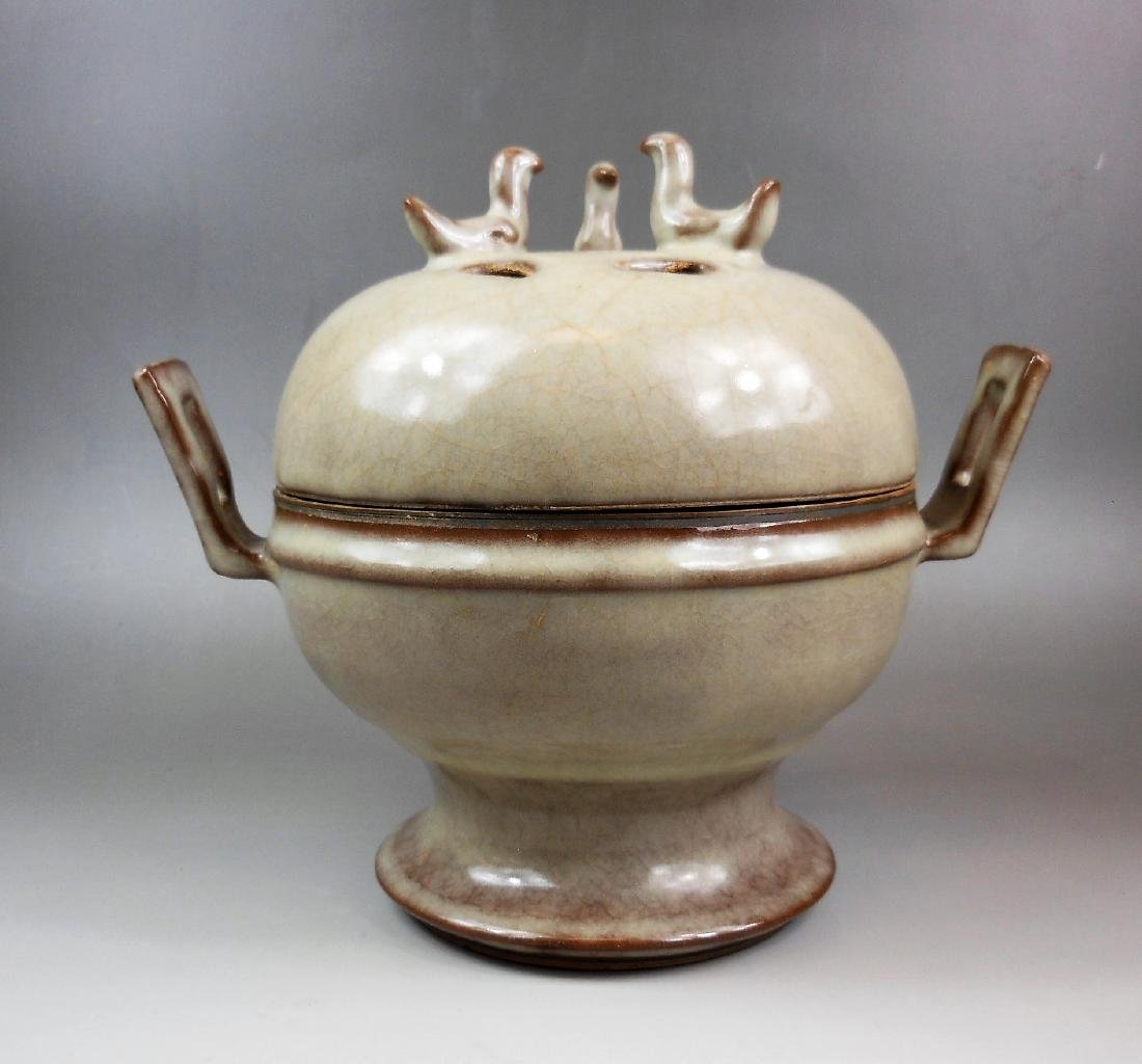 A Chinese Song style Guan-yao porcelain censer