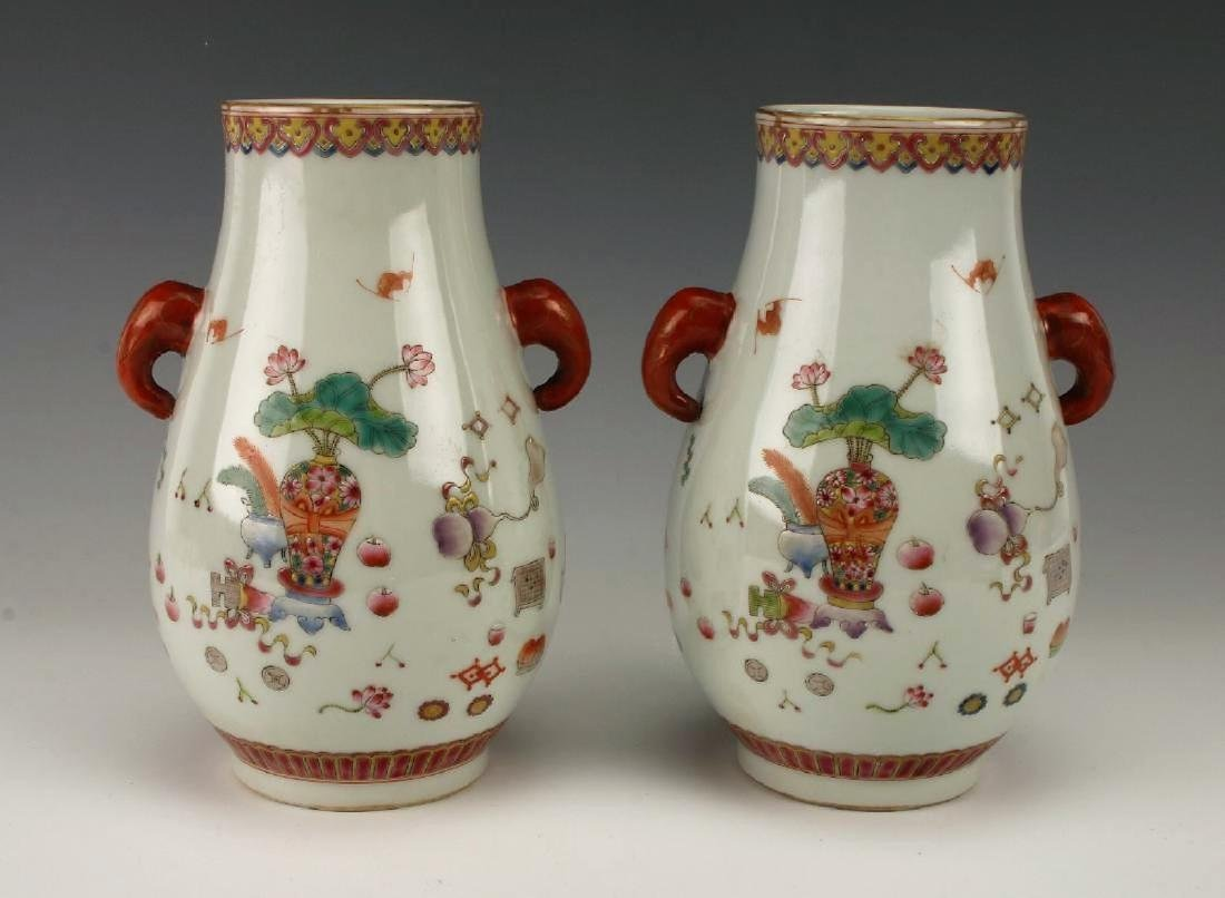 A pair of Chinese Qing dynasty famille rose porcelain