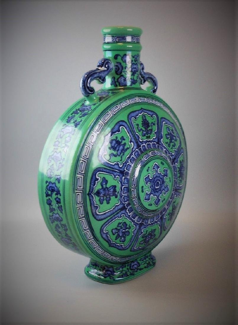 A Chinese Qing dynasty blue and white with green glazed - 3