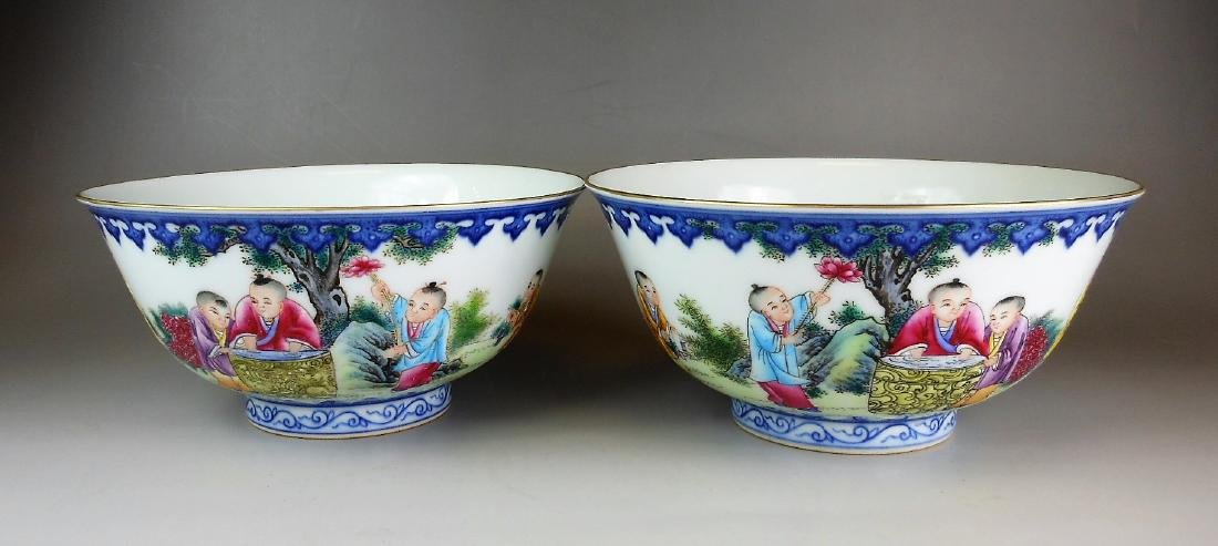 A pair of Chinese famille rose porcelain bowls