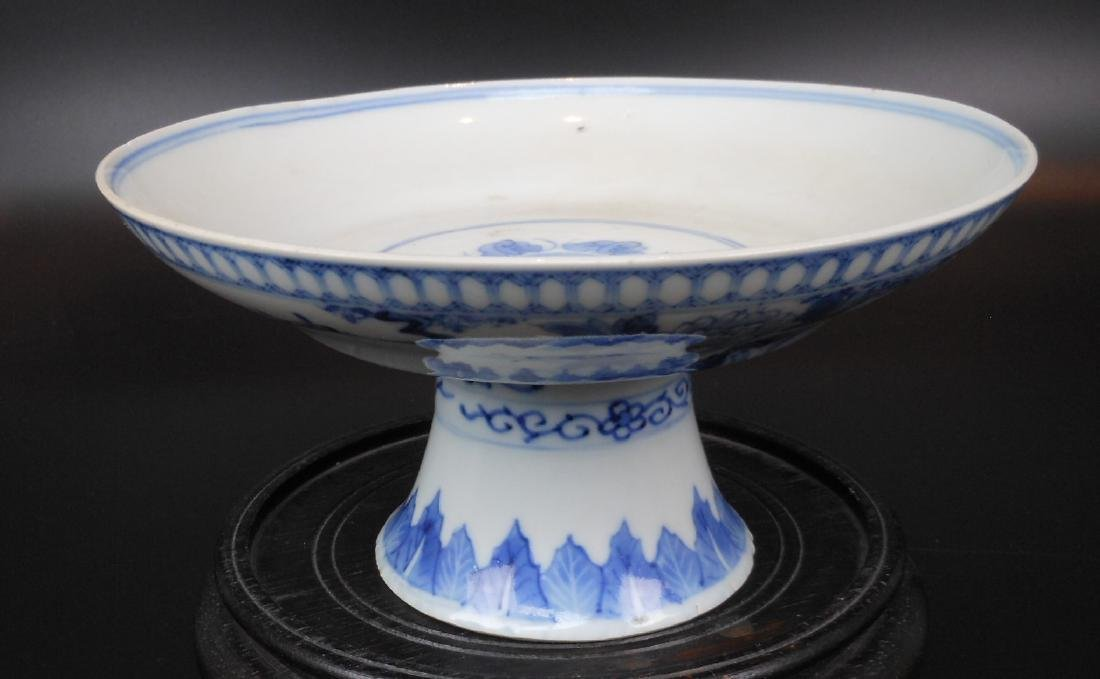 A Chinese blue and white porcelain compote