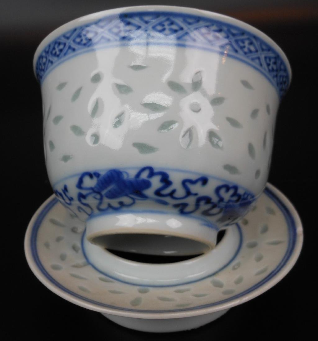 A Chinese blue and white porcelain goblet - 2