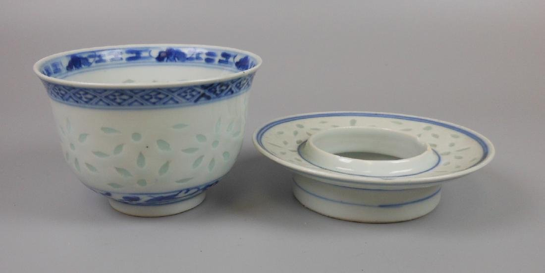 A Chinese blue and white porcelain goblet - 5