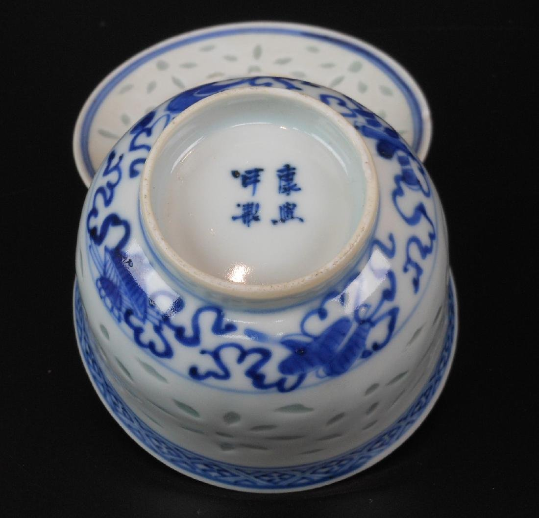 A Chinese blue and white porcelain goblet - 7