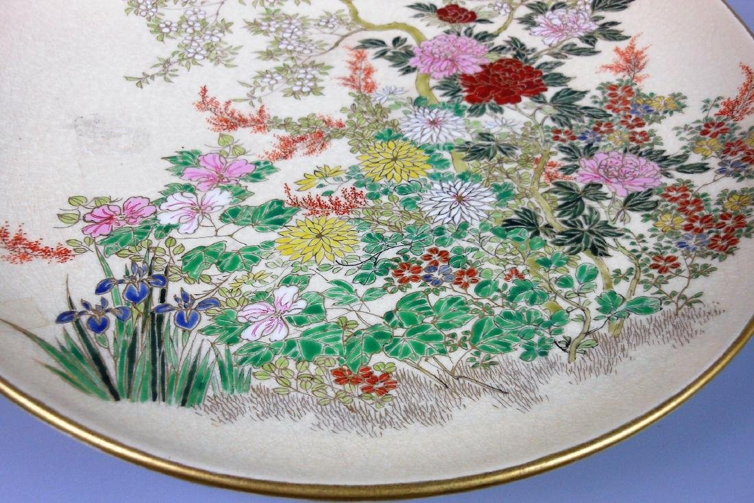 A large Japanese porcelain famille rose plate - 4