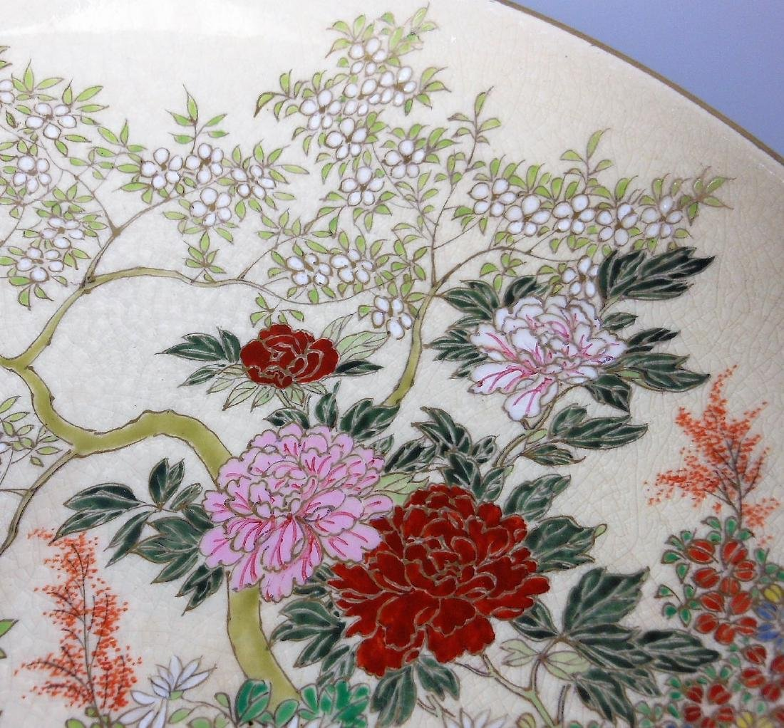 A large Japanese porcelain famille rose plate - 6