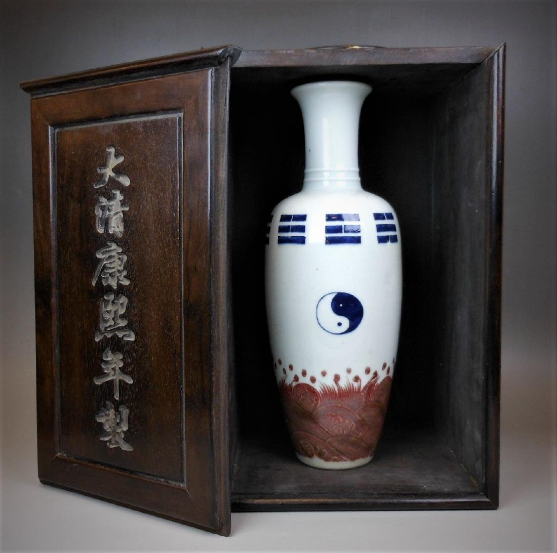 A Chinese Qing dynasty blue and white vase