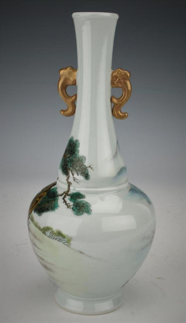 A Chinese Qing dynasty famille rose vase - 5