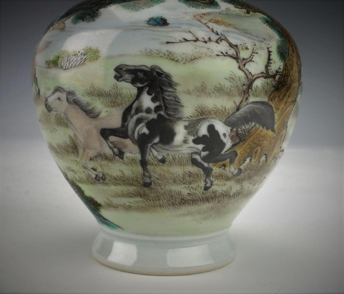A Chinese Qing dynasty famille rose vase - 7