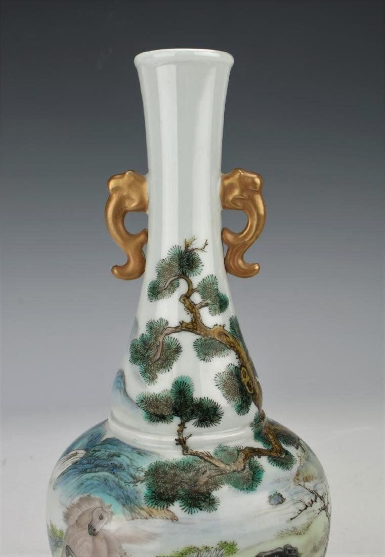 A Chinese Qing dynasty famille rose vase - 9