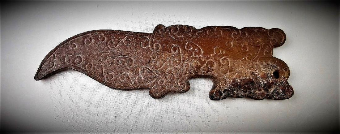 A Chinese archaic style jade carved tiger pendant - 2