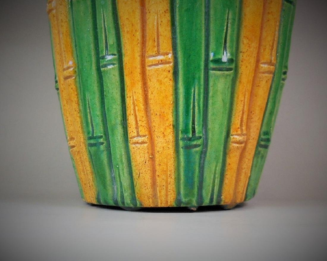 A Chinese yellow and green glazed porcelain vase - 3