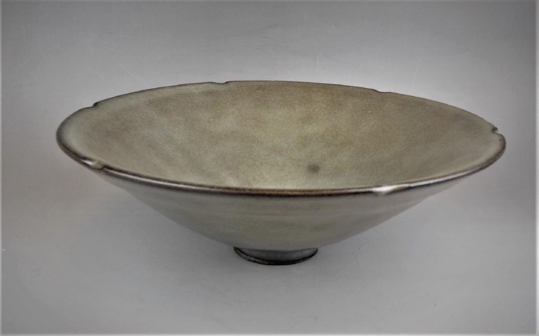 A Chinese Song period Guan-yao celadon porcelain bowl