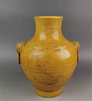 A Chinese yellow glazed porcelain jar with handles