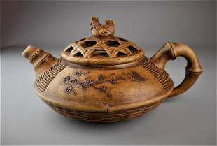 A C hinese Qing style yixing clay teapot