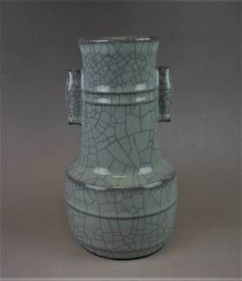 A Chinese Song style Guan-yao celadon crackleware vase