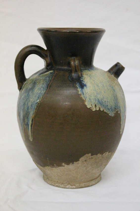 A Chinese tang-style porcelain teapot - 2