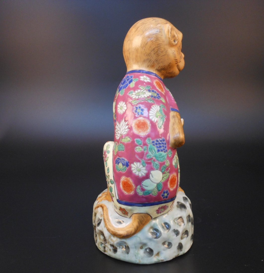 A Chinese famille rose porcelain monkey and peach - 3