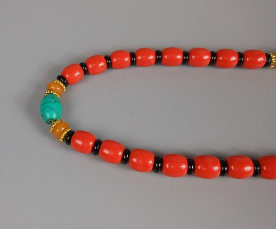 A Chinese coral bead necklace - 4