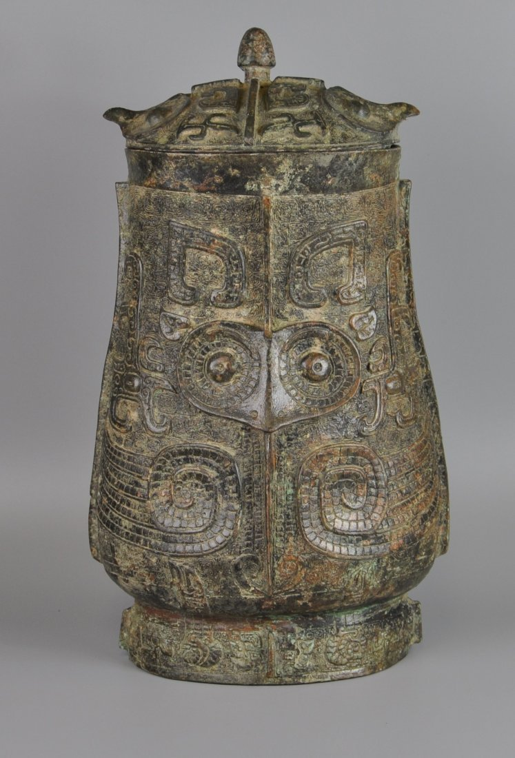 A Chinese antique zhou-dynasty Bronze jar
