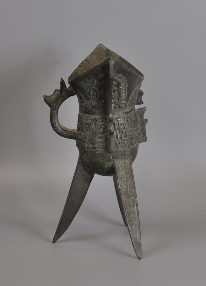 A Chinese antique zhou-dynasty Bronze jue - 2
