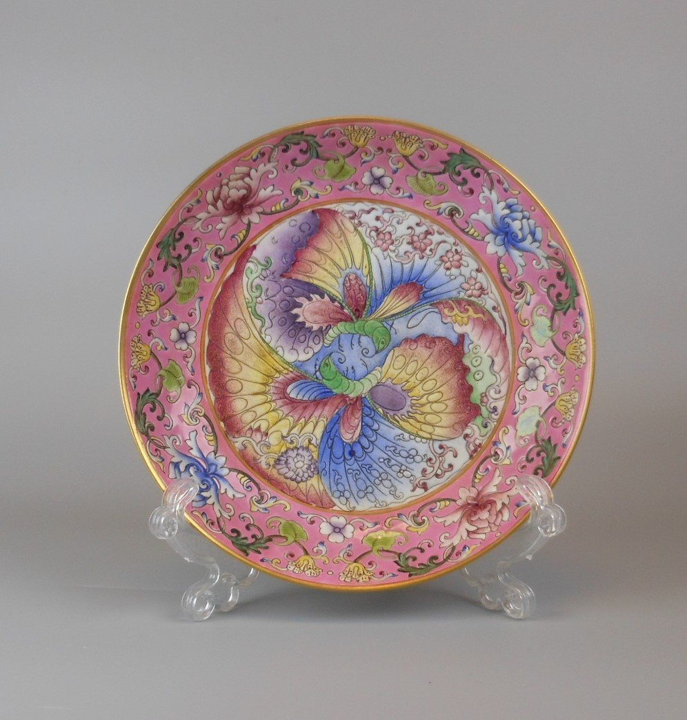 A beautiful Chinese qing-dynasty porcelain plate