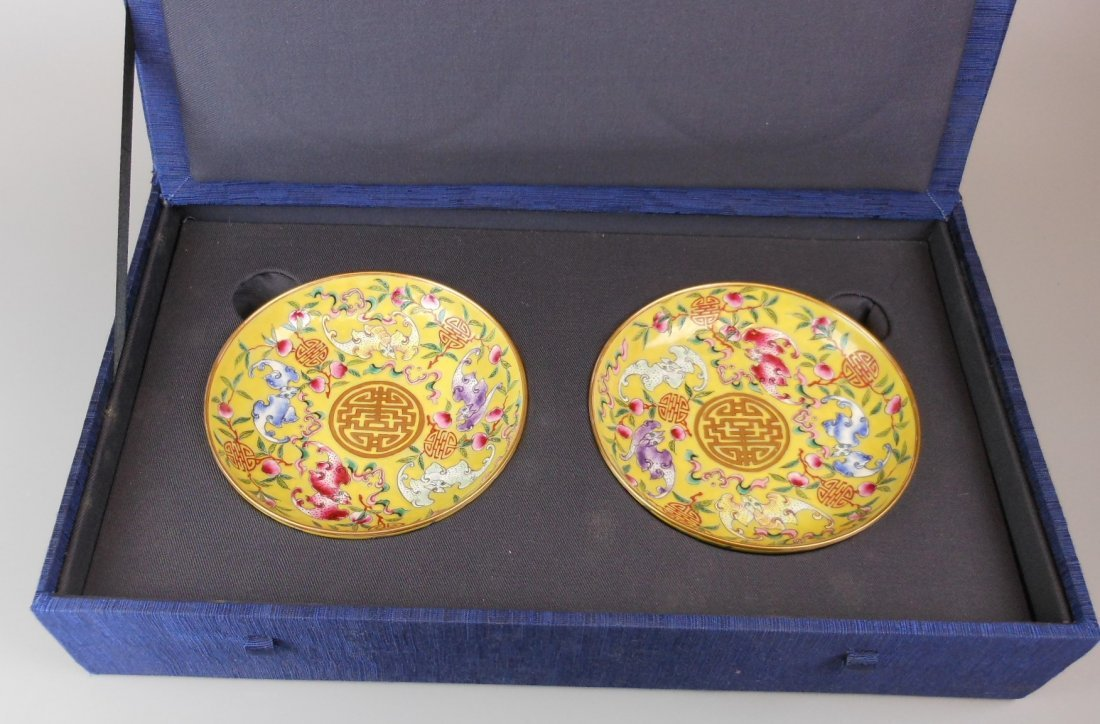 2 beautiful Chinese qing-dynasty porcelain plates
