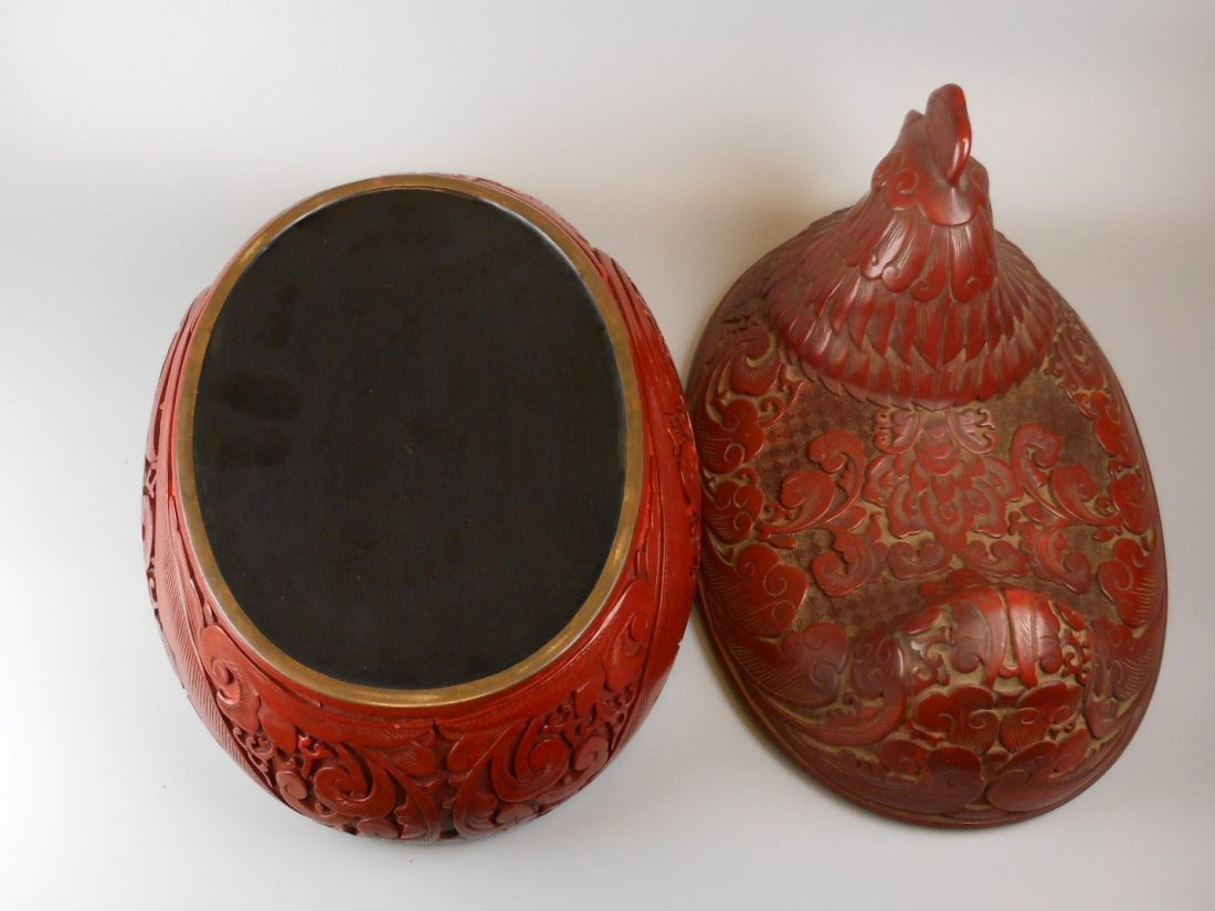 A very nice cinnabar style rooster motif box - 6