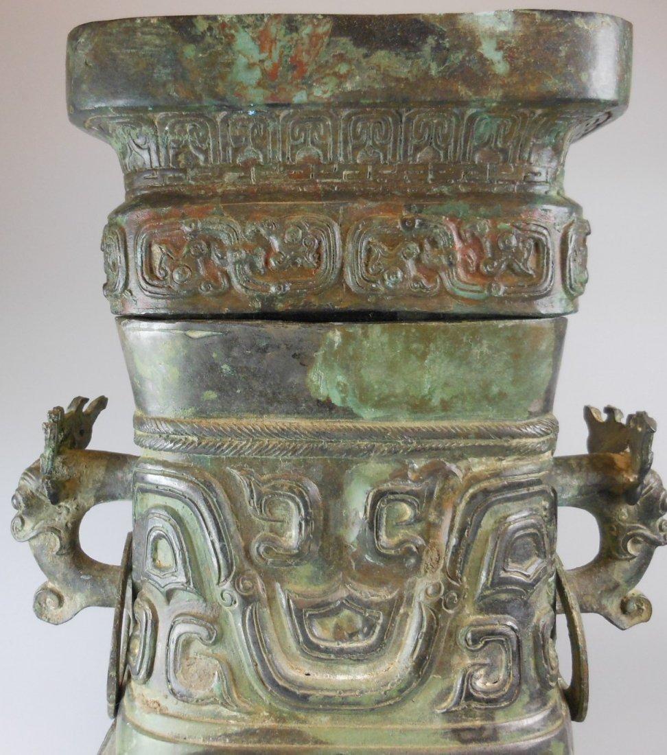 A Chinese antique zhou-style bronze vase - 4