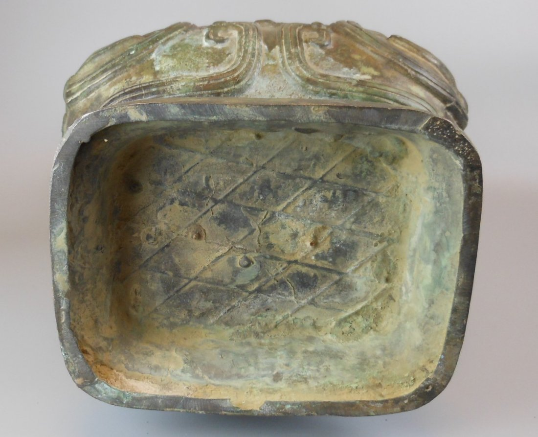 A Chinese antique zhou-style bronze vase - 6