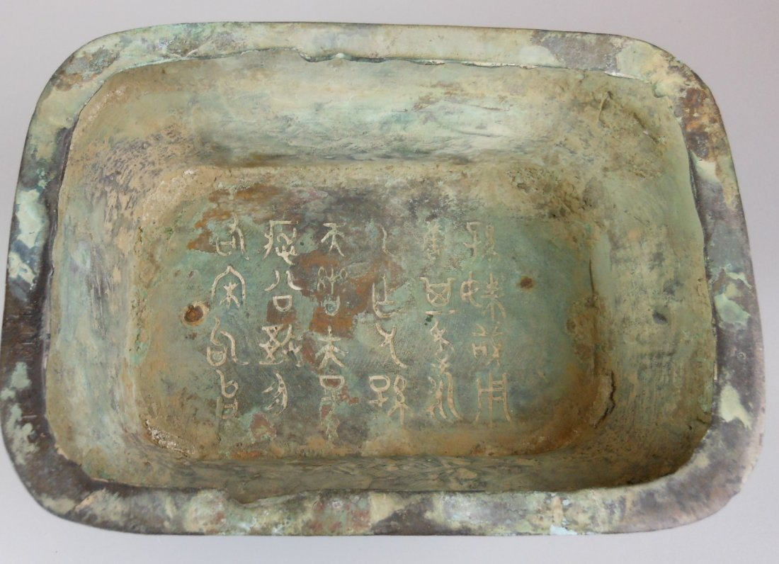 A Chinese antique zhou-style bronze vase - 8