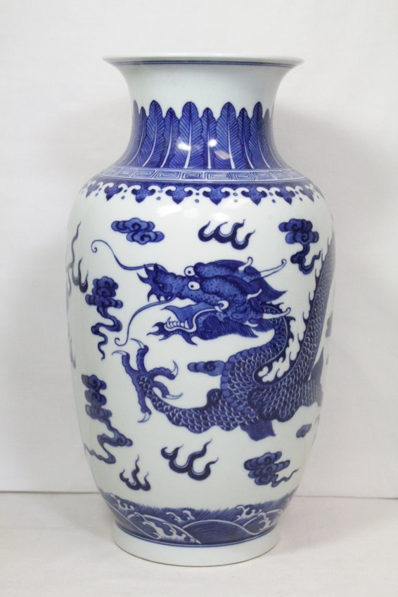 A beautiful Chinese blue and white porcelain vase