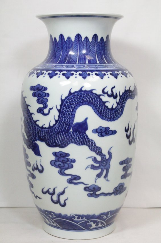 A beautiful Chinese blue and white porcelain vase - 3