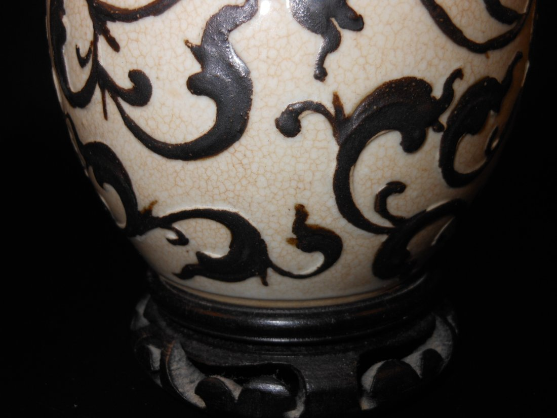 A Chinese antique porcelain jar carved with flowers - 3