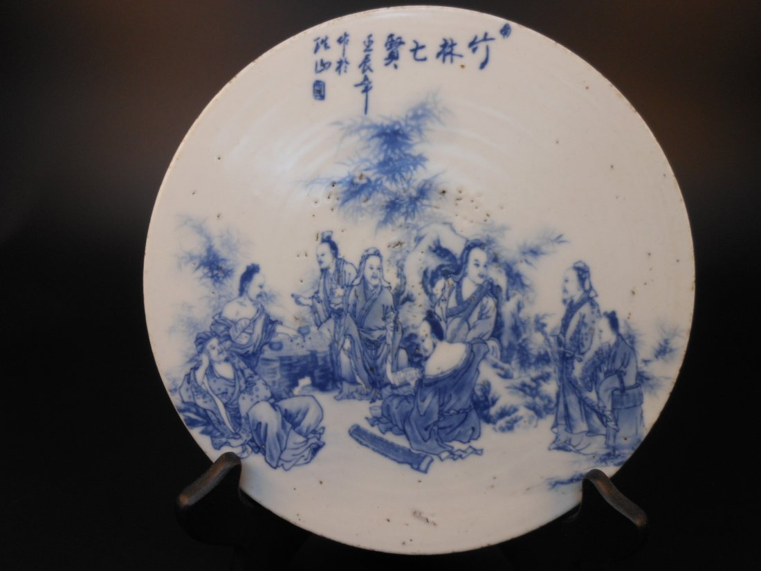 A Chinese antique round porcelain plaque
