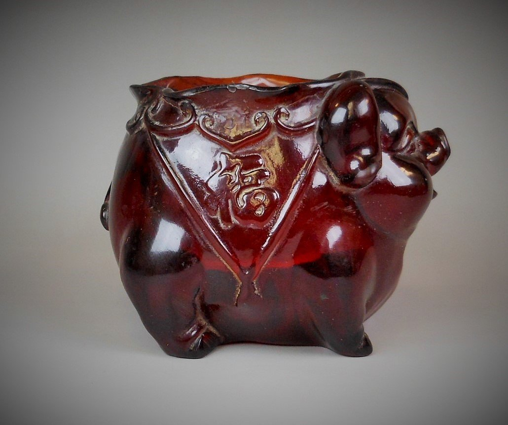 A Chinese carved amber brush pot